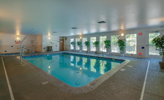Dupont, WA: Indoor Pool and hot tub open 24/7 for your enjoyment.