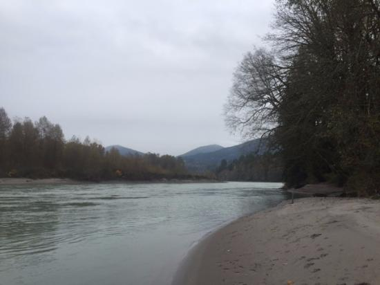 Concrete, Вашингтон: Skagit River fishing or beach access