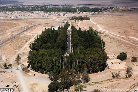 Jardín Shazdeh en medio del desierto Irán Garden in the middle of the desert Iran