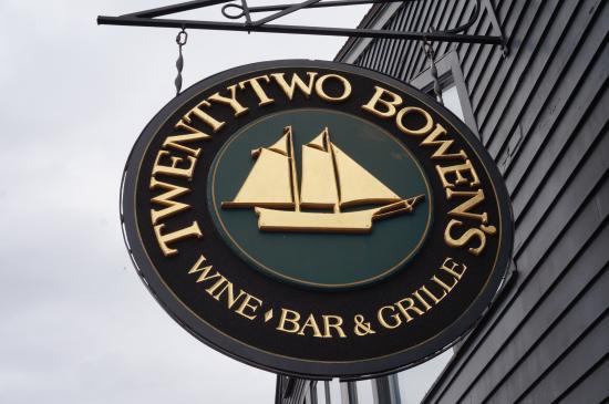 22 bowens newport rosario cassata and caroyln cassata for Sala wharf 73