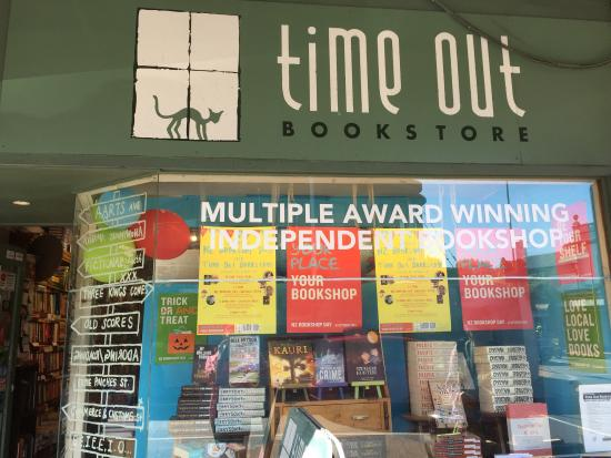 ‪Time Out Bookstore‬