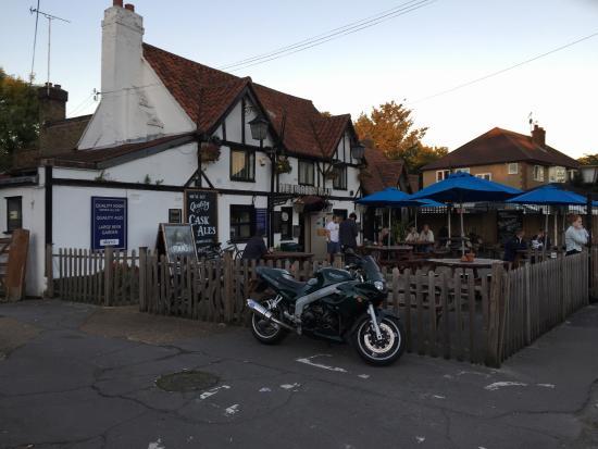 Garden Walk Inn: Green Man Pub About 10 Minutes Walk From Hotel