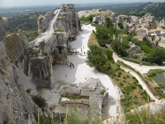 L 39 arri re de l 39 glise st vincent picture of chateau des - Office du tourisme des baux de provence ...