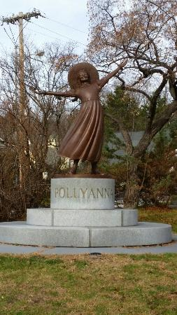 Pollyanna of Littleton, NH statue.