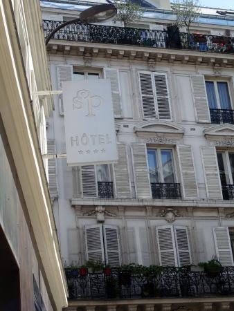 Exterior sign picture of hotel design secret de paris for Hotel secret paris