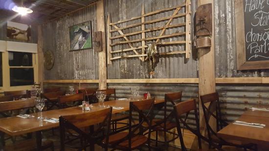 Blackheath, Australia: Rustic side of the restaurant