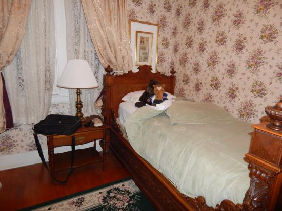 Old Iron Inn Bed and Breakfast: The Rose Room second bed