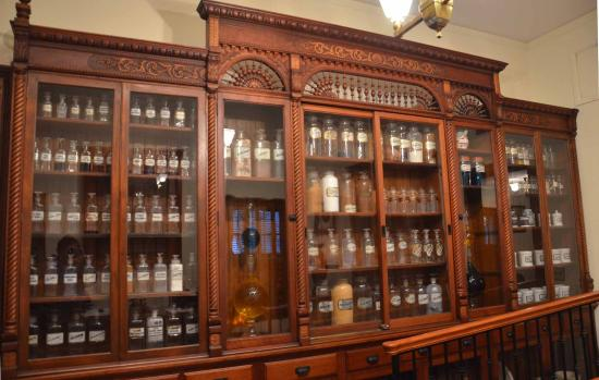 Country Doctor Museum: Medicine Cabinet