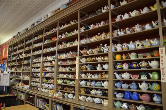 Country Doctor Museum: Teapot Collection in Cafe