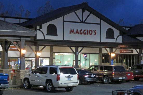 Maggio's Pizza:  convenient parking, located next to Von's