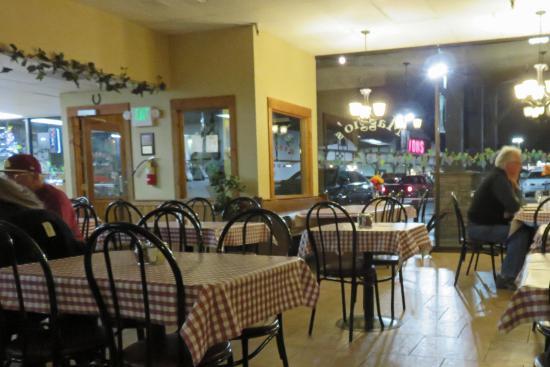 Maggio's Pizza:  spacious accomodations