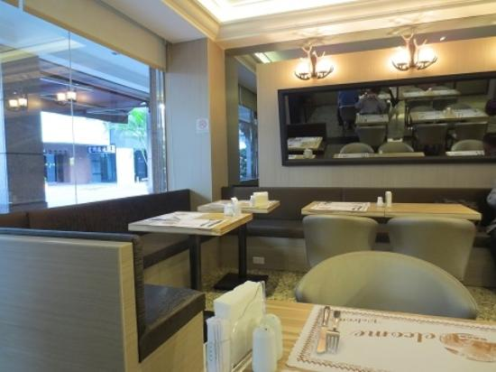 East Dragon Hotel: 食事処