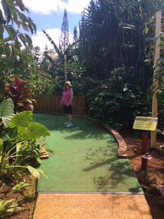 Kilauea, Hawaï: The wife beats the husbank (figuratively).