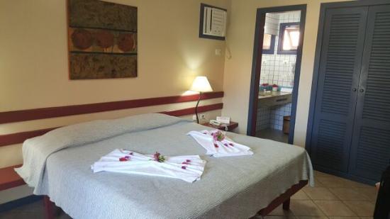 Hotel Pousada Aguazul: Habitacion y parte del banio