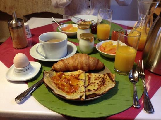 Flagey-Echezeaux, Γαλλία: Amazing breakfast!