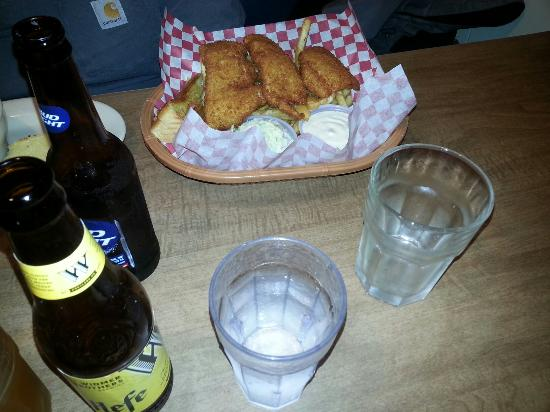 Fisherman's Korner Restaurant: Fish and chips and clam strips