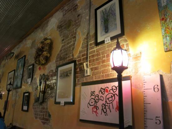 Abigail's Restaurant: Art wall