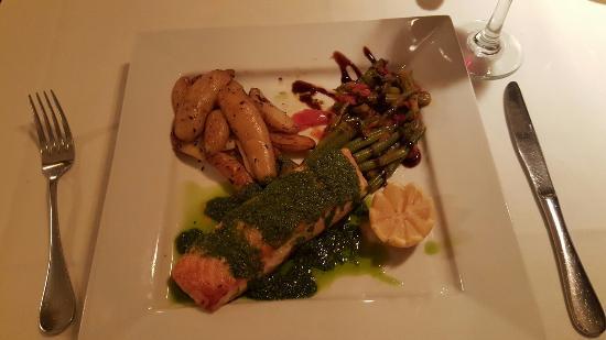 La Petite Maison: Salmon with pesto.