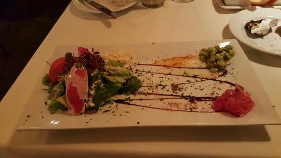 La Petite Maison: Awesome house salad.