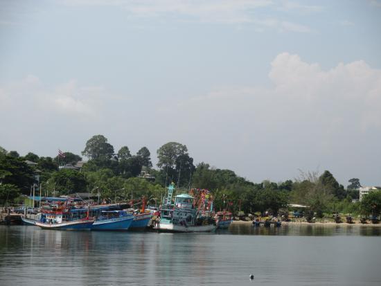 Klaeng, Thailand: มีกลุ่มหมู่บ้านชาวประมงตั้งอยู่บริเวณรอบๆอ่าวนี้เยอะครับ