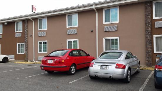 Quality Inn Chicopee-Springfield : Two Story Motel