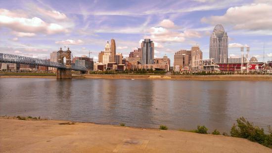 George Rogers Clark Park: downtown Cincinnati across Ohio River