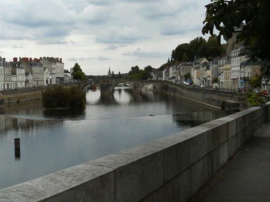Pont Vieux (Old Bridge)  橋から街を望むその3
