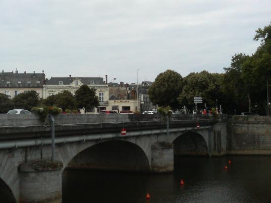 Pont Vieux (Old Bridge)  橋から街を望むその1