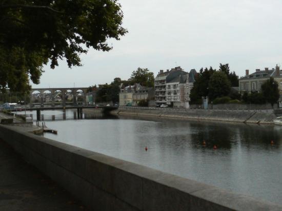Pont Vieux (Old Bridge)  橋から街を望むその4