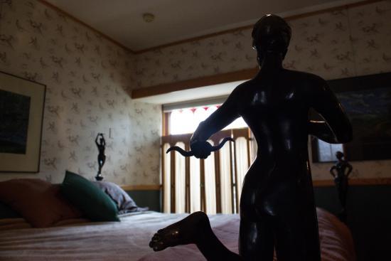 Abe's Spring Street Guest House: Albert's Glen room