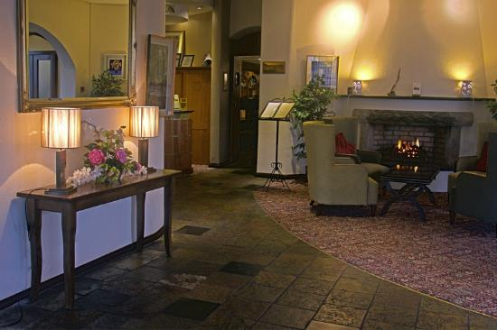 Alcock & Brown Hotel: Foyer Area