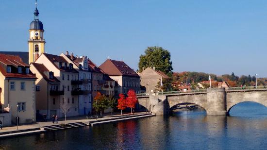 Kitzingen, Niemcy: Ponte velha da cidade.