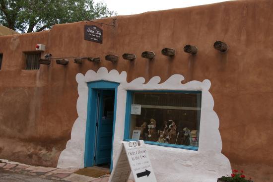 Garrett's Desert Inn : アメリカ最古の家も歩いて数分