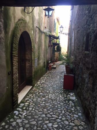 Calcata Vecchia Dalla Strada Bild Von Valle Del Treja Calcata