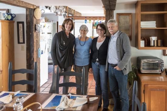 Seagull Inn: Ruth 2. von links
