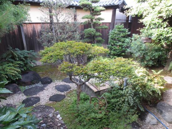 Matsusaka Merchant Museum: 整えられた庭