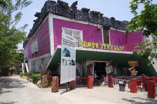 Jangan Ngaku Hits! Kalau Belum Ke Objek Wisata Bertemakan Rumah Di Indonesia