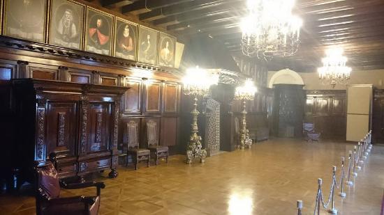 Mir Castle: Hall