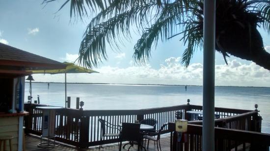 Sunset Waterfront Grill & Bar: The view!