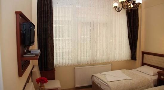 Rain Apart: Большая комната с двуспальной кроватью