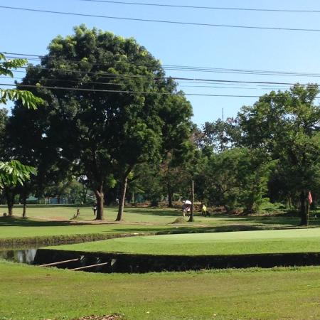 Veterans Memorial Golf Course: トリッキーなとこも
