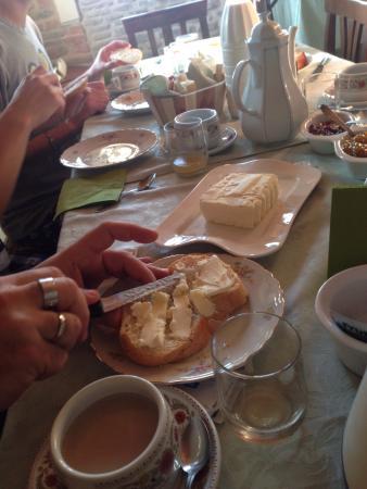 Neviglie, İtalya: I proprietari, la colazione e la meravigliosa camera Graziella