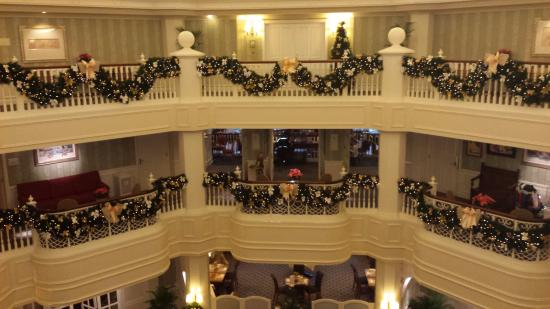 Intérieur de l\'hôtel - Picture of Disneyland Hotel, Chessy - TripAdvisor