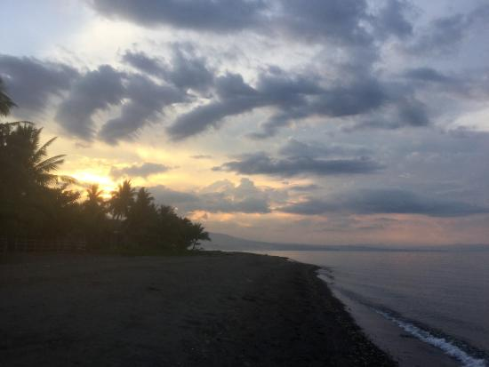 Negros Oriental, Filippinerna: Sunset at Sibulan beach