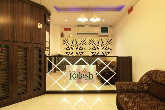 Hotel Kalash Residency: check in area
