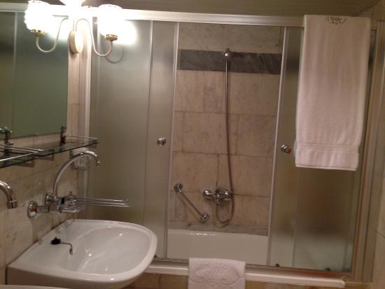Club 27 Hotel: ванна