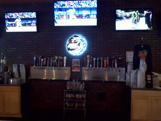 Locker Room Sports Bar Grill 27 Beers On Tap