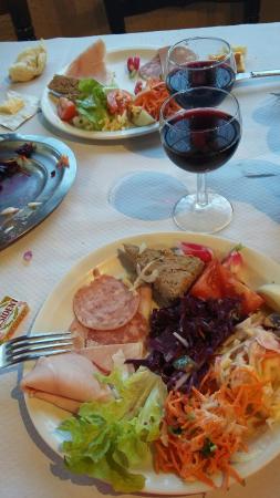 Comps-sur-Artuby, ฝรั่งเศส: Excellent ! !! (Menu à 22€ : entrée charcuterie et salade / poulet basquaise et daube de mouflon