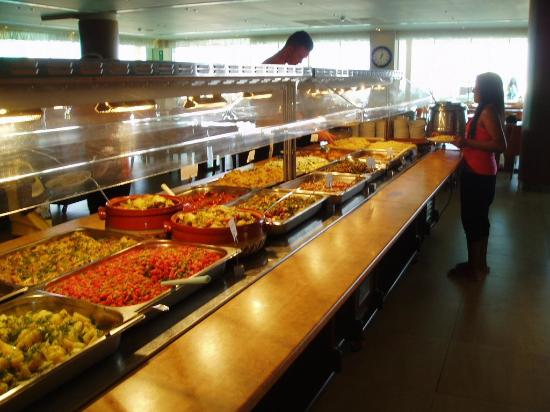 Kalami, Grecia: Huge selection of food in the dining room