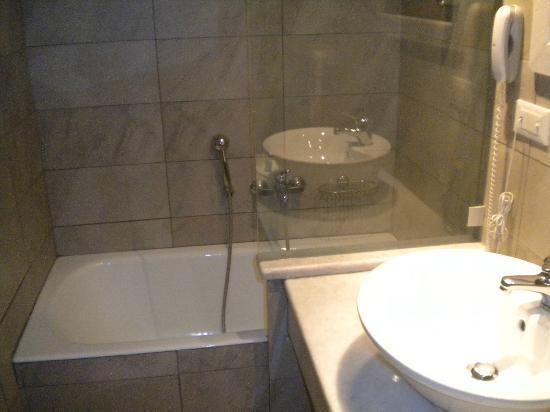 Kalami, Grecia: Spotlessly clean bathroom